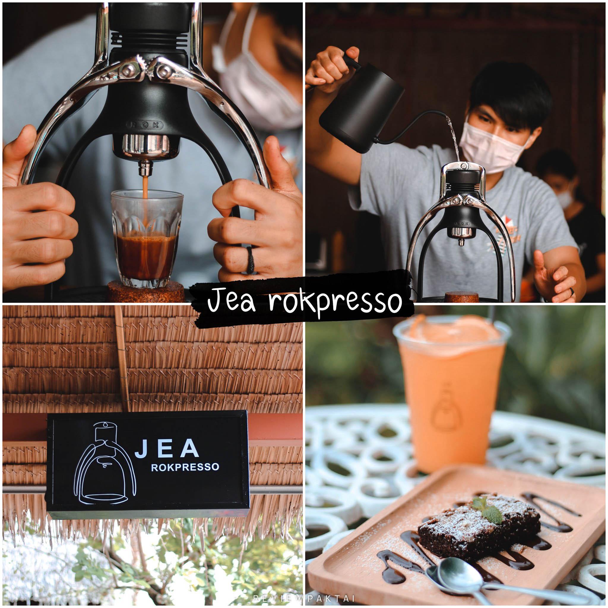 Jea-Rokpresso-Bar ร้านกาแฟริมน้ำ--ใจกลางเมืองภูเก็ตไปเช็คอินเลยเพื่อเติมความสุขให้ตัวเองกัน สำหรับเพื่อน-ๆ-ที่มองหาร้านอาหารและร้านกาแฟในภูเก็ตวันที่ไม่ว่าง-ก็จะทำตัวให้ว่าง-เพื่อเติมความสุขให้ตัวเองมาพายเรือกันนะร้านกาแฟเปิดใหม่แนวธรรมชาติที่อยู่ติดริมคลองมุดงชุมชนบ่อแร่ในตัวเมืองจังหวัดภูเก็ตการเดินทางคือการเรียนรู้ที่ถูกรายล้อมไปด้วยธรรมชาติรอบๆตัวเป็นร้านอาหารทะเลชื่อดังของจังหวัดภูเก็ต-มีกาแฟ-ที่เป็น-signature-ของร้าน-เช่น-Summer-Lemon-Rok-/-Oranngzo-Rok-/-Coconut-Cold-Rok-/-Rowanda-Cold-Brew-และยังมีกาแฟและเครื่องดื่มอีกหลายรายการ-พร้อมขนมเค้ก-เช่นเค้กส้ม,-บราวนี่-เค้กชอคโกแลต-เป็นต้นค่ะสำคัญคือมีแคนูให้พายฟรีด้วยค่ะ  ภูเก็ต,คาเฟ่,ที่เที่ยว,ร้านกาแฟ,เด็ด,อร่อย,ต้องลอง